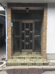 玄関ビフォー施工前